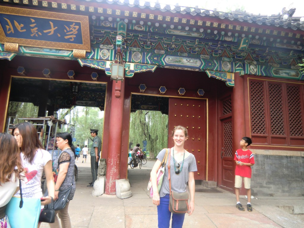 Molly took a photo at the west gate of Peking University.